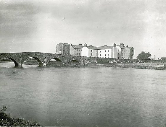 Clare Bridge, Castle and Barracks | Image Courtesy of the National Library of Ireland