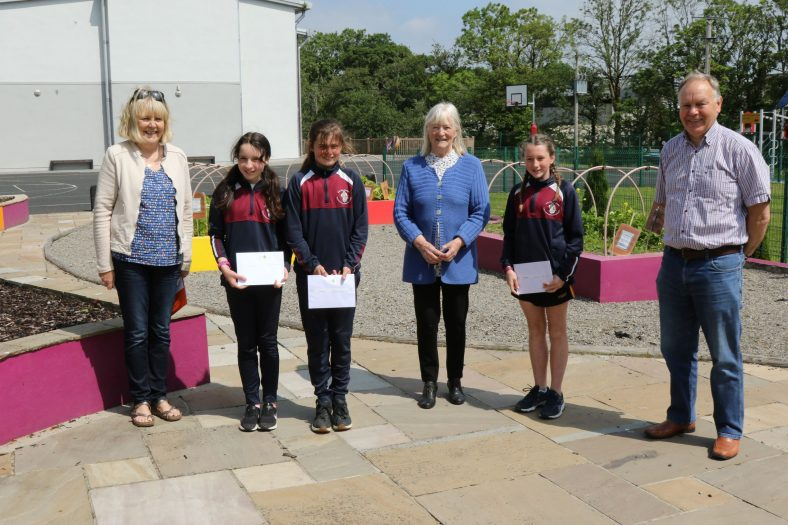 Ballyea 5th Class Winners with judge Hilary Gilmore and Catherine O'Connor & Christy Leyden of the Heritage and Wildlife Group | John Power