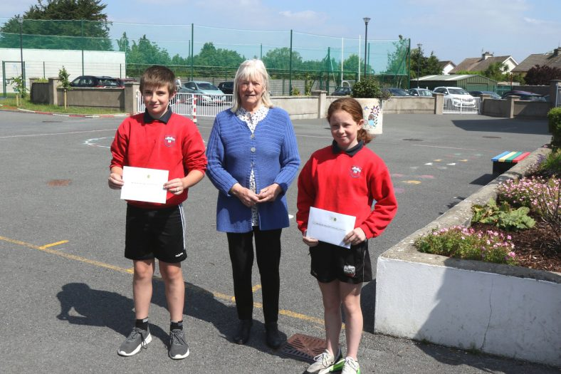 Clarecastle 4th Class Winners with judge Hilary Gilmore | John Power